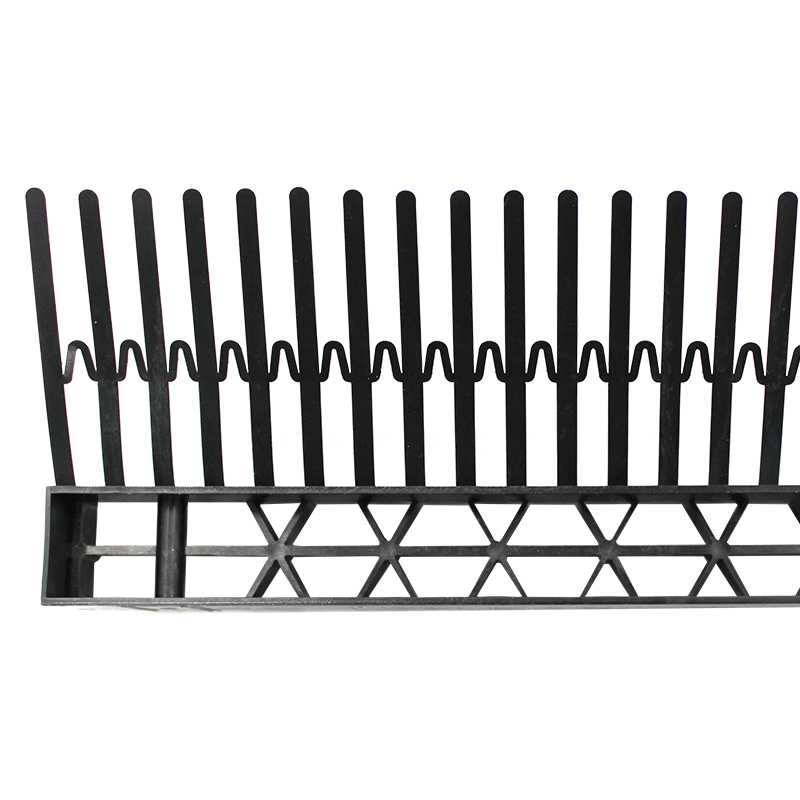 Eaves comb with ventilation grille